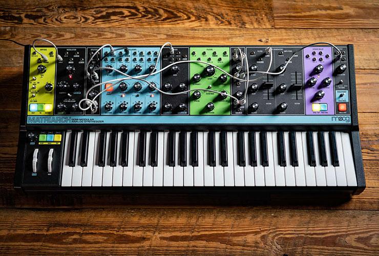 Jaunums: Moog Matriarch sintezators