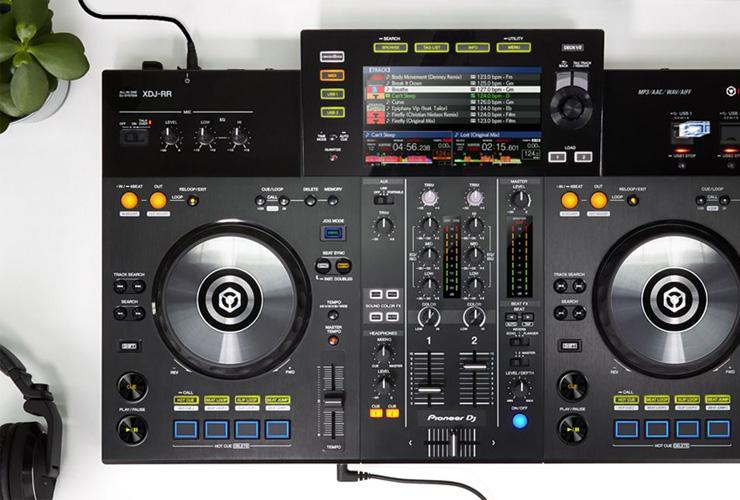 Jaunums: Pioneer XDJ-RR DJ kontrolieris